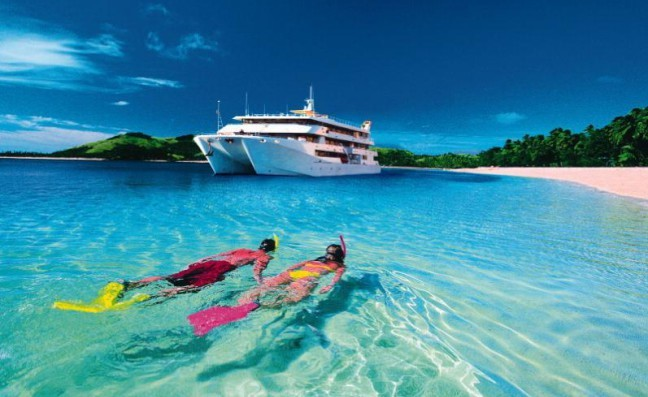 Fiji snorkle & big yacht