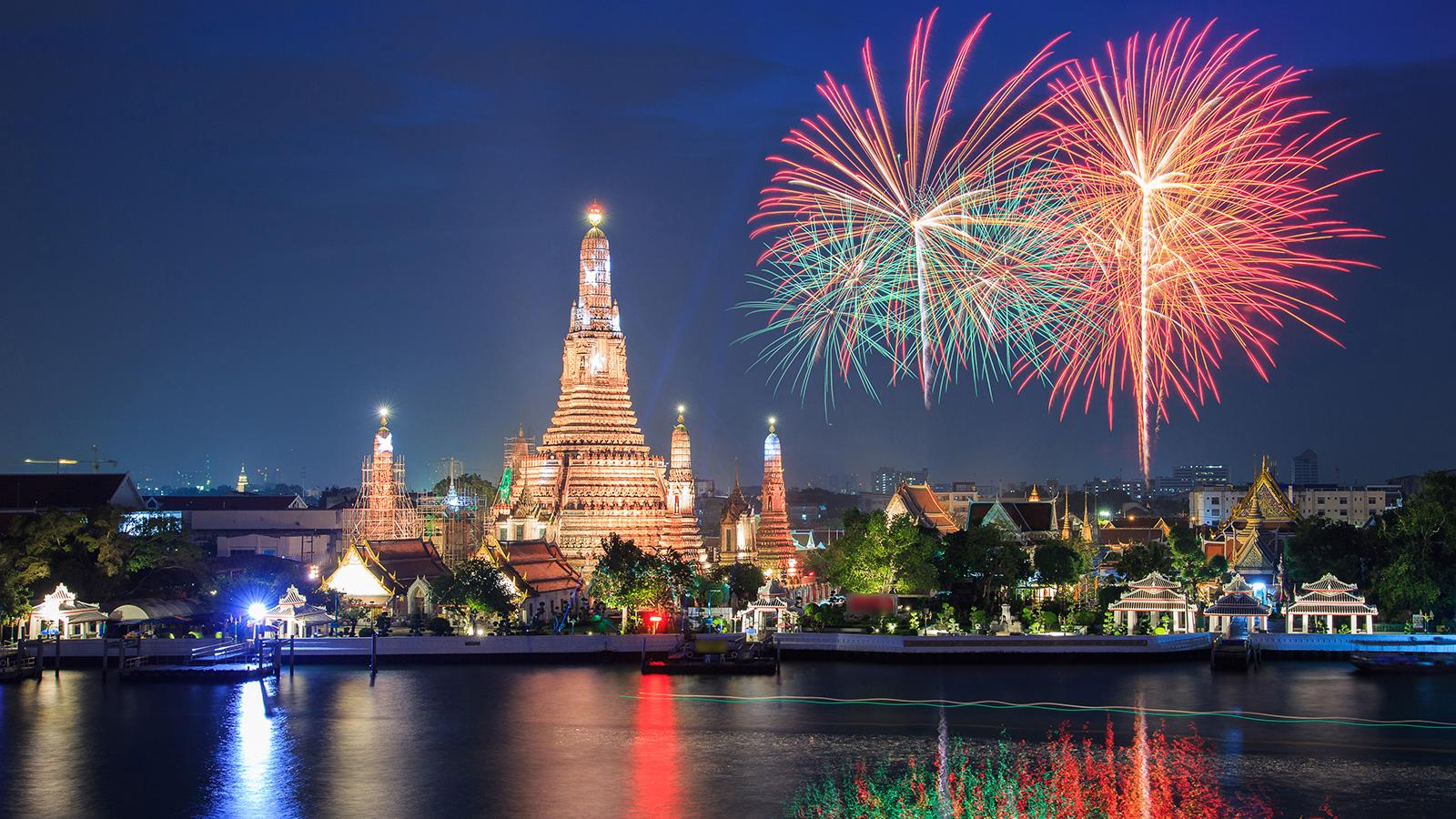 Top5 Destinations To Celebrate New Year S Eve On A Luxury