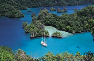 Fiji 3 Bay-of-Islands-Cruising_0