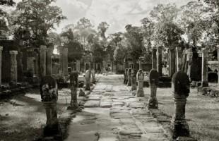 Cambodia banteay-srei-entrance