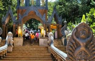 Cambodia gate-kulen